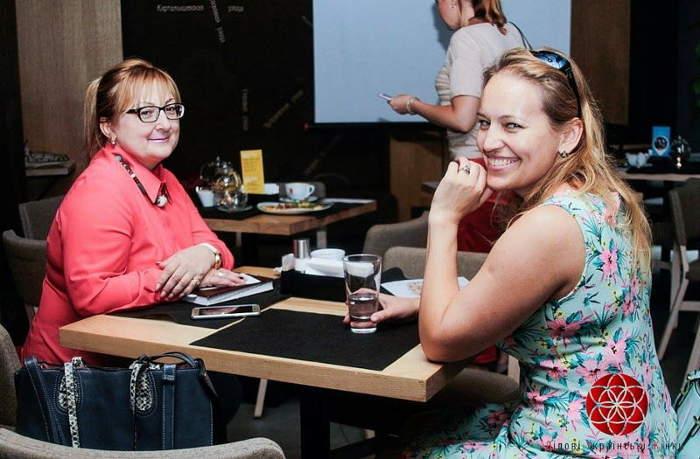 """LIFEBEGINSAFTERCOFFEE - Партнер Dnepr Fashion Weekend: ГО """"Ділові Українські Жінки"""""""